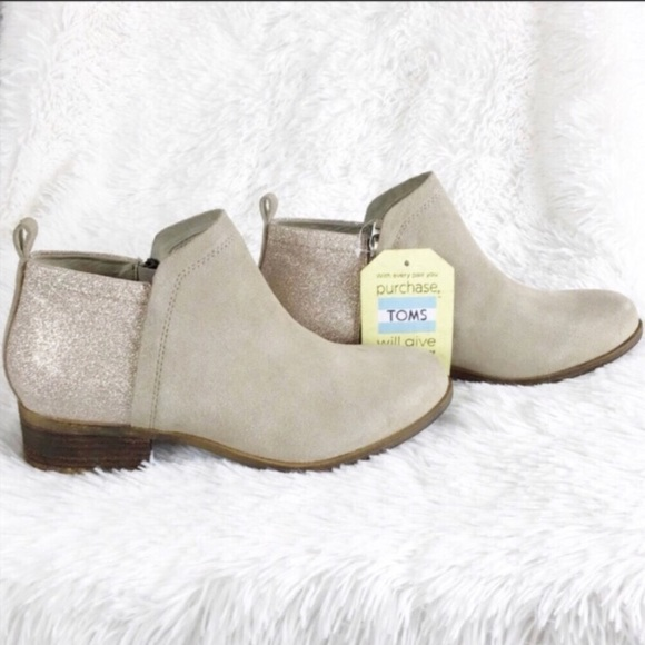 f72d7844235 NWT Toms Deia tan   glimmer suede booties sz 7